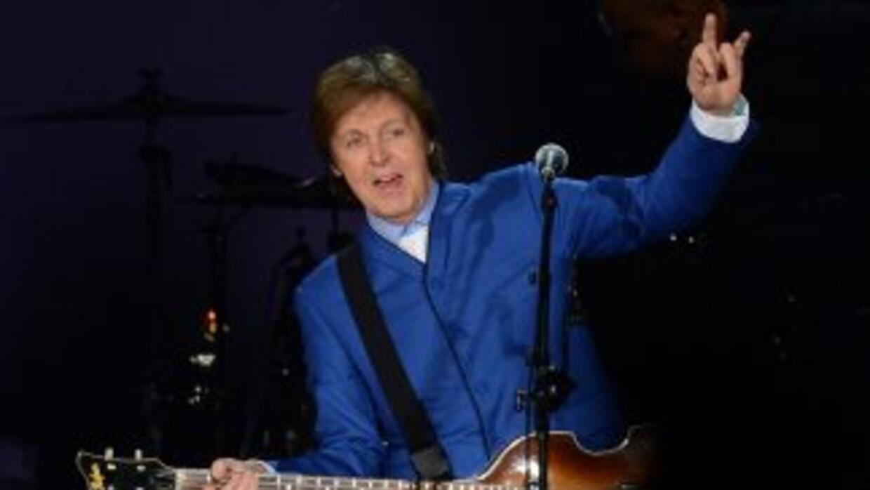 El cantante aún se recupera de un virus que lo atacó el mes pasado duran...