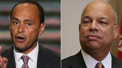 El congresista demócrata de Illinois, Luis Gutiérrez, y el Secretario de...