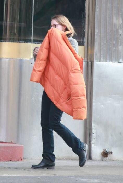 """La actriz ganadora del """"scar salió a caminar con su nueva pareja, muy ac..."""