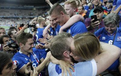 Islandia de fiesta tras el triunfo contra Inglaterra en la Eurocopa