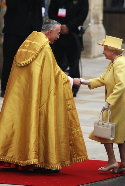 Se especulaba sobre el color del traje de la Reina que se decantó...