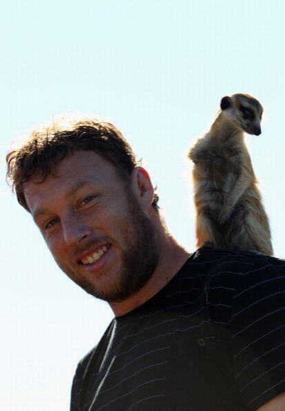 ¡y hasta se fotografió con una suricata!
