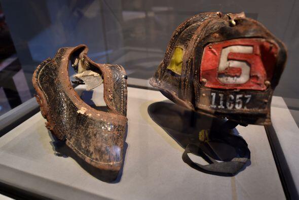 El casco usado por el bombero Christian Waugh.