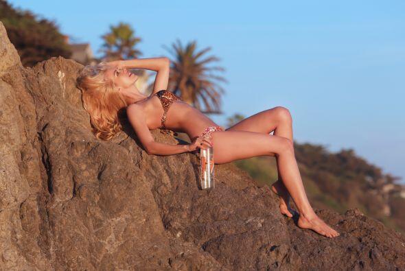 La modelo brasileña sigue luciendo muy sexy ante la cámara.