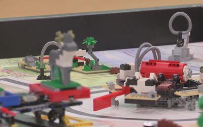 Competencia de robótica entre 25 equipos de estudiantes del Medio Oeste...
