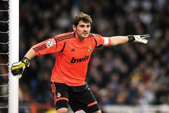 Casillas, el otro nombre en disputa, fue titular y muy aplaudido.