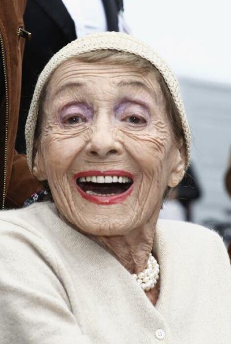 Luise falleció en su hogar en Londres a causa de neumonía a los 104 años...