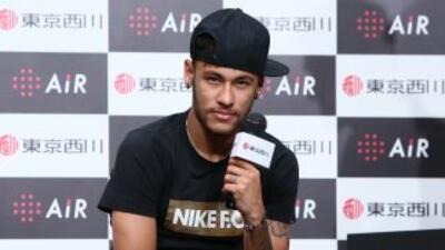El brasileño mostró sus dotes de cantante en un pequeño video.