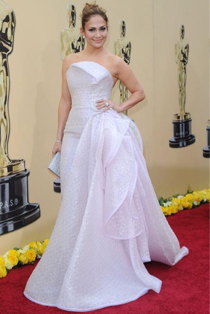 Jennifer Lopez tiene debilidad por casarse y esto se refleja en su vestu...