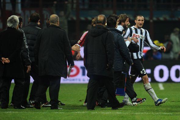 Al finalizar el partido, algunos jugadores discutieron en pleno campo.