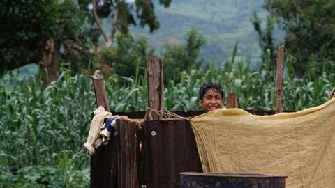 La pobreza bajó en México, según nuevos indicadores de evaluación.
