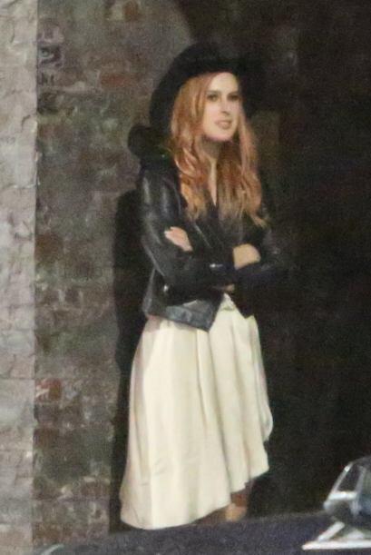 Pero a un lado estaba la hija de Demi, Rumer, dos años más...
