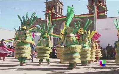 Miles de bolivianos bailan para romper un récord Guiness