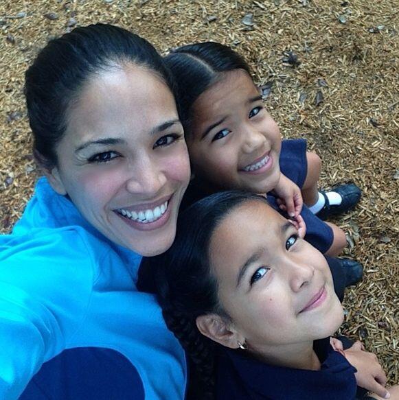 """""""¡Disfrutando de ser mami! Con mis hijas en la escuela... #be..."""