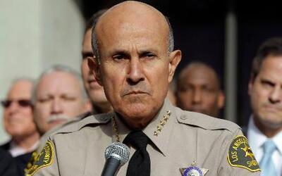 El alguacil de Los Ángeles renunció por sospechas de corrupción