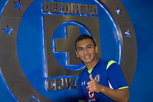 Siguiendo con los colombianos Carlos Lizarazo de Cruz Azul sigue a la es...