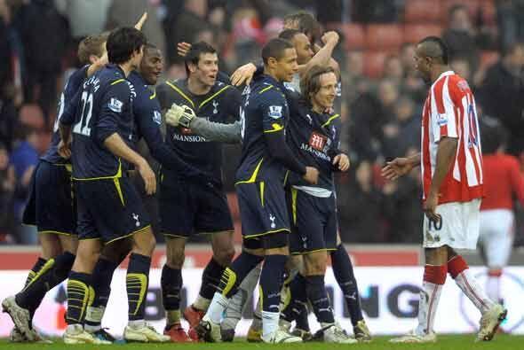 Tottenahm ganó 2-1 como visitante al Stoke y se mantiene cerca de los pu...