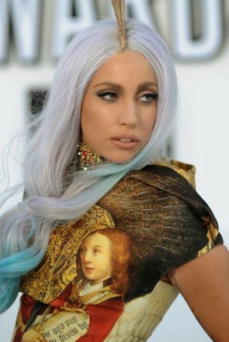 La extrovertida Lady Gaga saltó a la posición 45 gracias a su éxito musi...