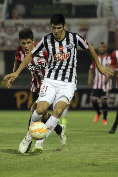 Sólo cuatro futbolistas de la nómina que enfrentará a Costa Rica y Méxic...