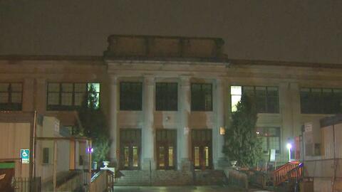Investigan falsa amenaza de bomba contra una escuela secundaria de Kearn...