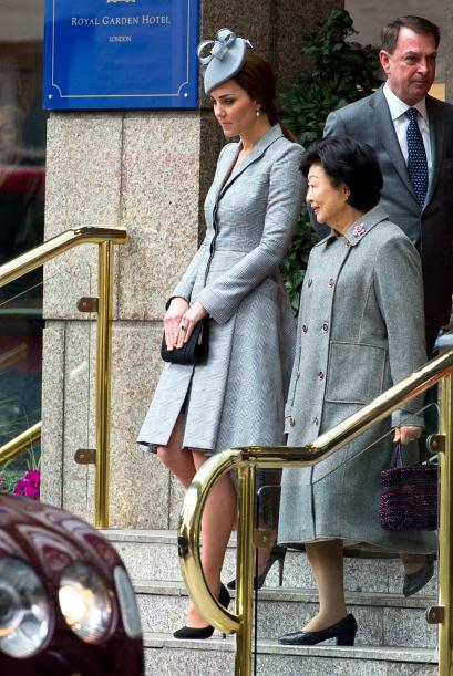 La pareja real anunció que la cigüeña llegará en abril del 2015.