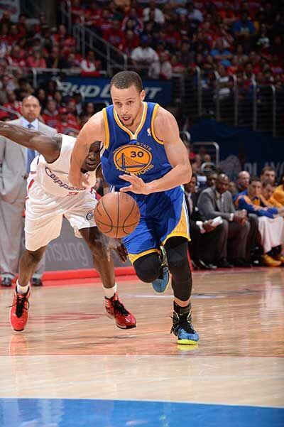 El base Stephen Curry aportó 24 puntos, incluidos 20 en el tercer period...