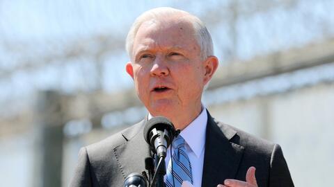 Jeff Sessions pide a California que abandone las políticas de 'ciudades...