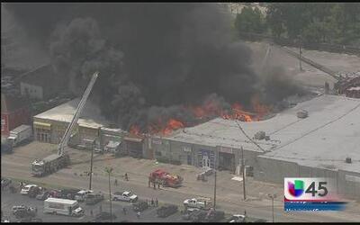 Varios negocios quemados en voraz incendio