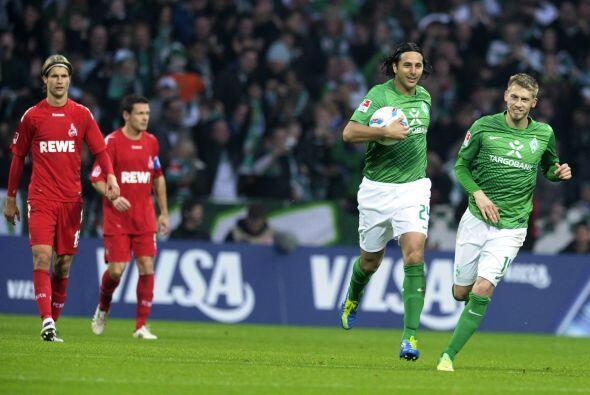Es el máximo goleador extranjero en la Bundesliga.