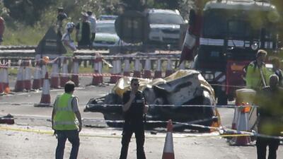 Avión se impacta contra varios autos en Inglaterra