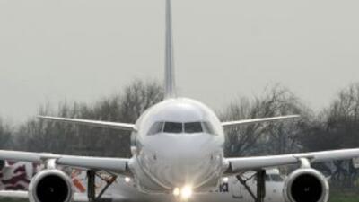 Los viajeros del programa sólo pueden volar en naves de aerolíneas autor...