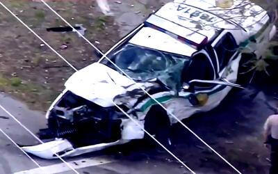 """Testigo de choque entre dos vehículos: """"Vi el carro de policía volar y d..."""