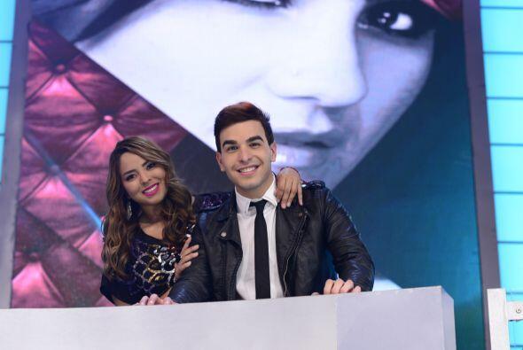 Víctor con Vivian Mitre, la primera elegida del escuadrón de Dulce María.