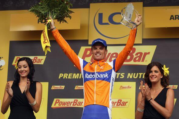 El español Luis León Sánchez, del equipo Rabobank, ganó la 14ta etapa de...