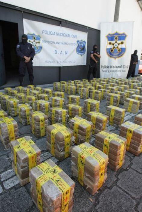 Se estima que por México transita el 90% de la cocaína consumida por uno...