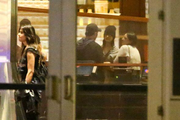 Y para evitar caer en rumores Katy invitó a una amiga para hacer el mal...