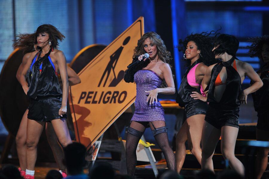 Anahi debut como solista en Premios Juventud.