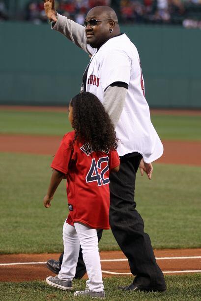 Mo Vaughn, ex primera base de Boston, recibió un merecido homenaj...