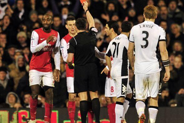 La expulsión de Johan Djourou al minuto 78 revivió el duelo.
