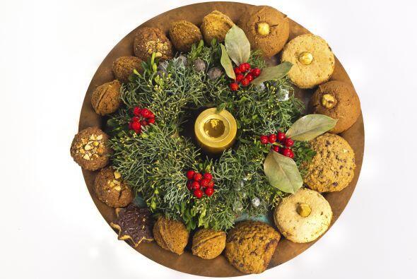 Con las galletas favoritas de la familia. Puedes emplear la corona a mod...