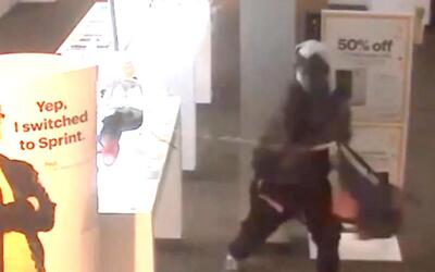 'Los Ángeles en un Minuto': Autoridades de Orange buscan a grupo de ladr...