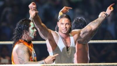 El ex arquero alemán debutó por fin en la WWE. (Twitter)