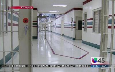 Dentro del centro de detención de ICE en Houston prisioneras inmigrantes...