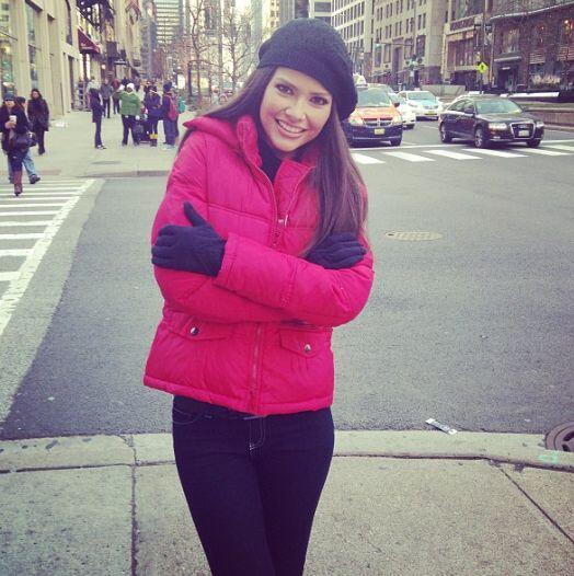 Dulce, tierna, sonriente, educada y sencilla, así es Ana.