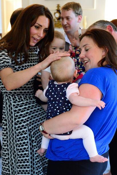 Parece que Kate se puso muy tierna con otros bebés.