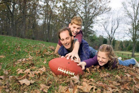 Ver un juego de fútbol en familia después del banquete es más que una t...