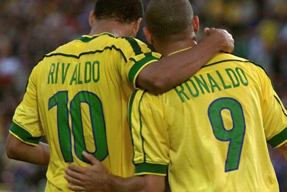 Rivaldo debutó en mundiales en 1998 en Francia, donde Brasil busc...