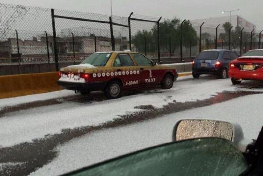 Las autoridades capitalinas recomendaron a los automovilistas manejar co...