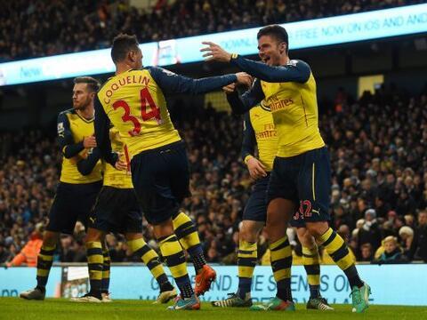 Los Gunners sacaron una importante victoria de la cancha del Manchester...