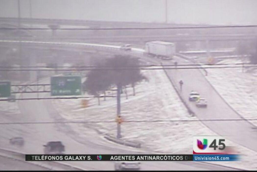 De acuerdo a CNN, la tormenta invernal en EU dejó a miles de viajeros va...